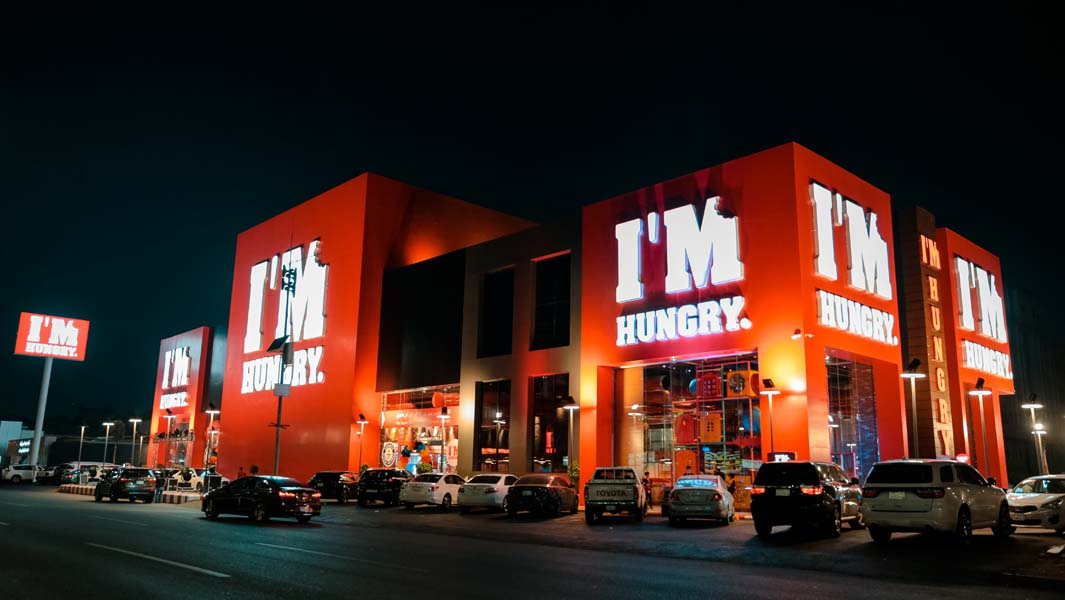 the largest burger restaurant in the world with an area of 2860 square meters