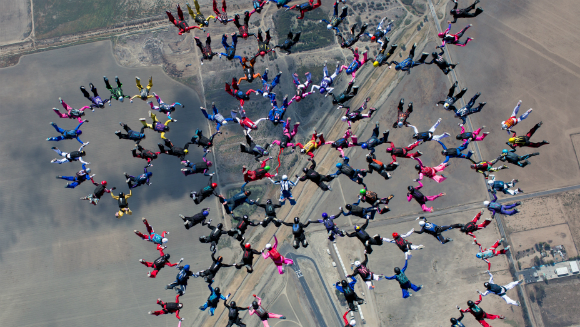 Largest sequential freefall formation 2